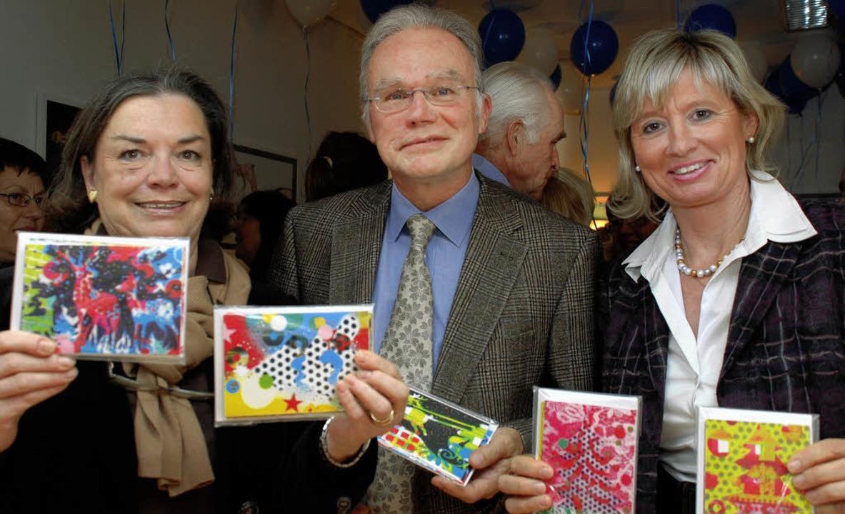 Jutta Spinner (l.),   Jens-Uwe Folkens...s in der Adventszeit verkauft werden.   | Foto: Gertrude Siefke
