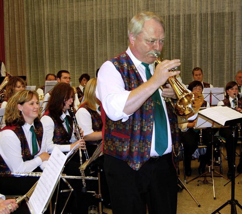 """""""Blasmusik und frohe Laune&#8220...222;Löffel-Polka""""     (rechts).     Foto: Paul Berger"""