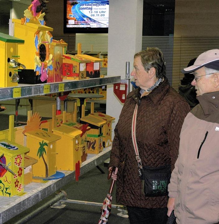 Kreativ und gelb dazu: Wie viel Fantas... zur Vogelhausaktion in der Sparkasse.  | Foto: Christian Klesse