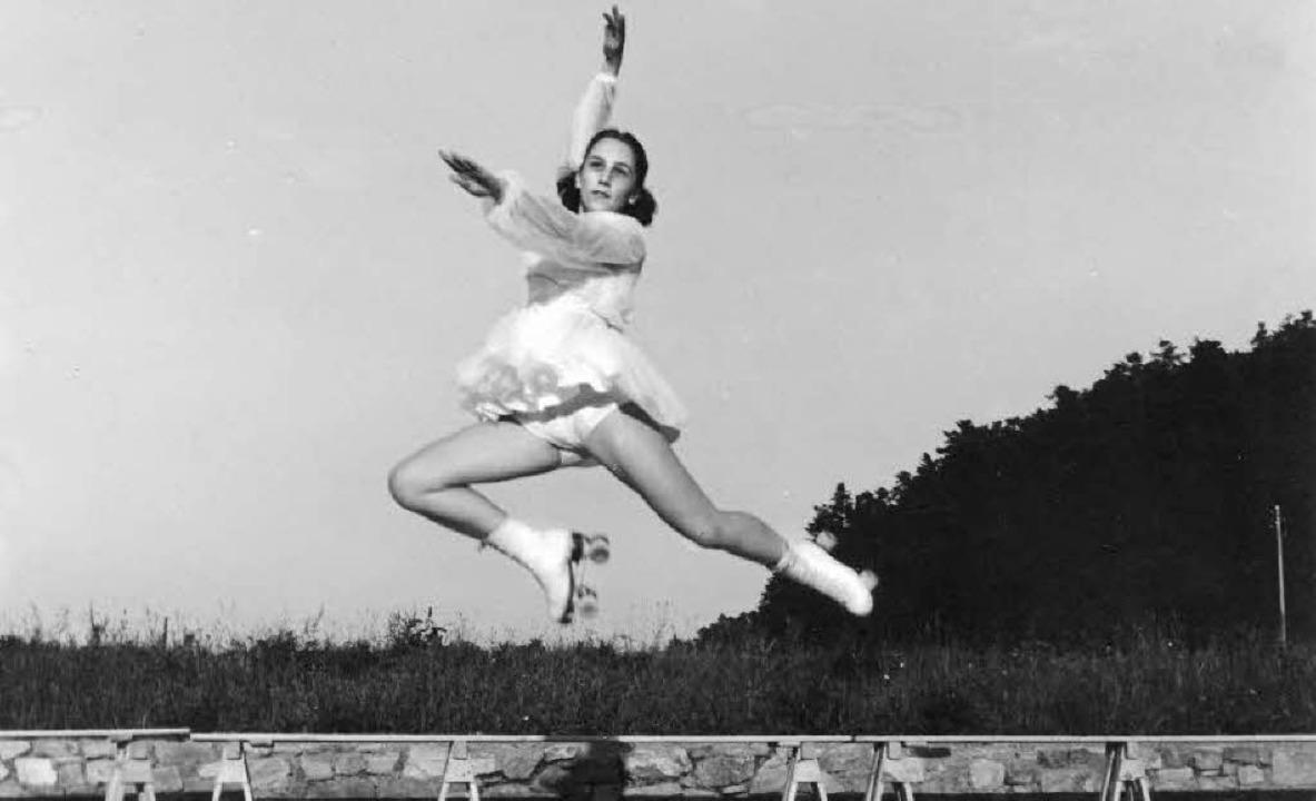 Eine Rollkunstläuferin im Stadion der Busses Anfang der 50er Jahre     | Foto: privat