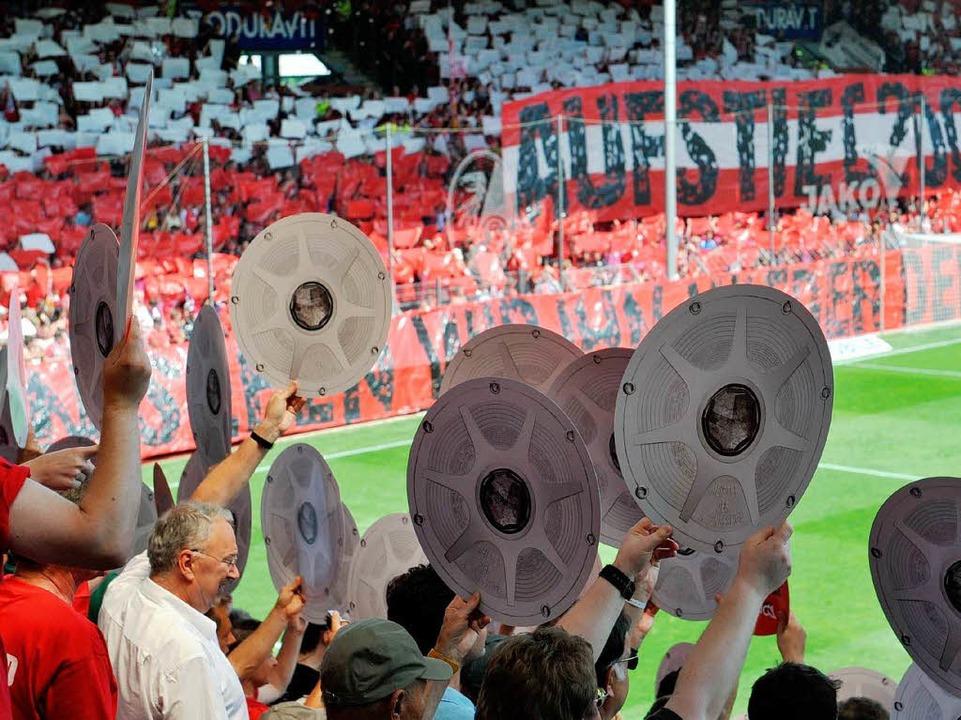 Jubelstimmung in der Freiburger Arena: Aufstiegsfeier 2009 im Badenova-Stadion.    Foto: dpa