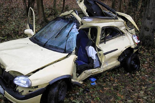28 Jahre alte Frau stirbt bei Unfall auf A 5