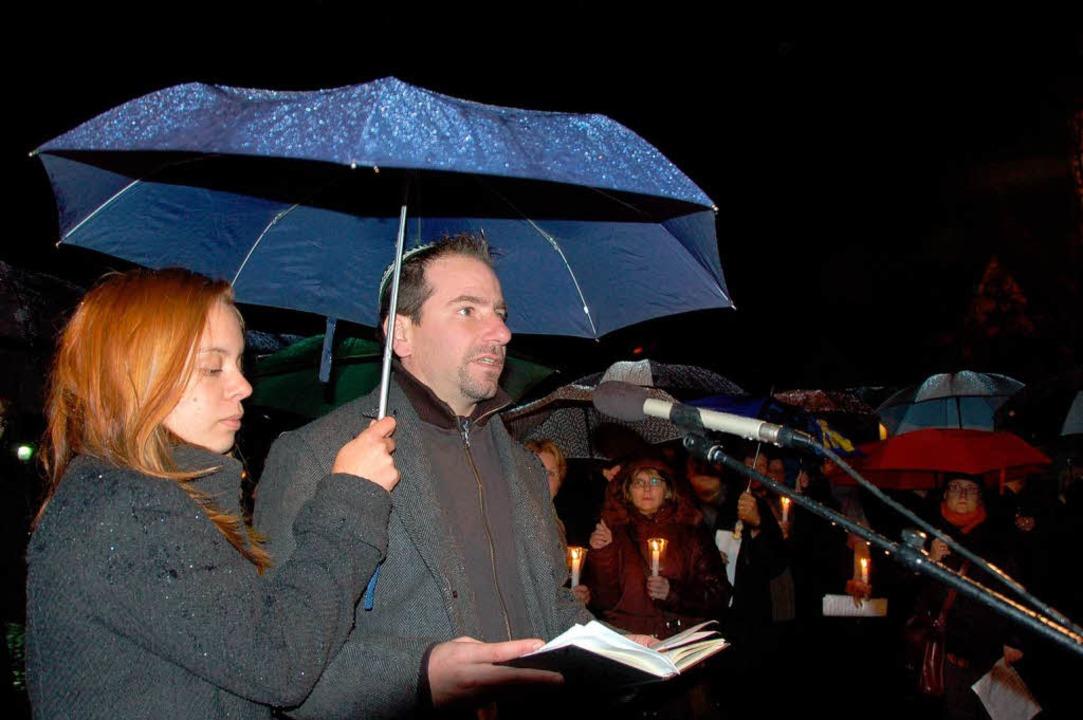 Kantor Rottberger singt das Kaddisch auf Hebräisch.  | Foto: truöl