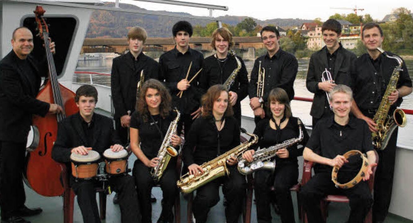 Wie viele Gruppen am vierten Adventssa...and, links Schulleiter Klaus Siebold.   | Foto: musikschule