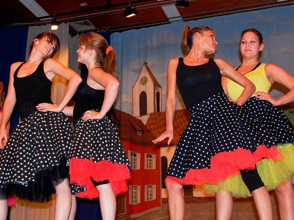 Farbtupfer im Programm: die Tänzerinnen aus Aesch  | Foto: Norbert Sedlak