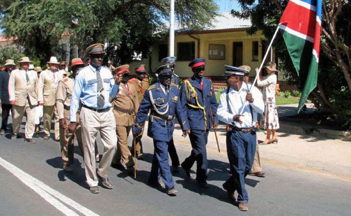 Versöhnungsgeste: Nachfahren der  Kolo...reffen 2007 Herero-Führer  in Namibia.  | Foto: usage worldwide, Verwendung weltweit