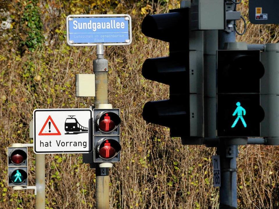 Fußgänger-Ampeln gibt es  für die Auto...Richtung Stadtmitte am Bischofskreuz.   | Foto: Ingo Schneider