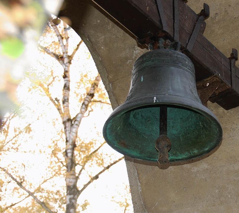 Die Glocke am Ehrenmal für die Kriegst...türmchen der St.-Margarethen-Kapelle.   | Foto: Gabriele Babeck-Reinsch