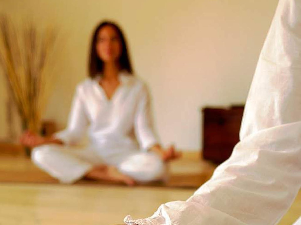 Stille Suche: Frauen bei der Meditation.  | Foto: vision images - Fotolia