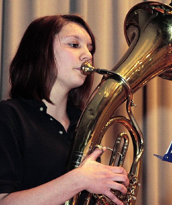 Solistin Sophia Dosch am Tenorhorn.    Foto: Sandra Decoux-Kone