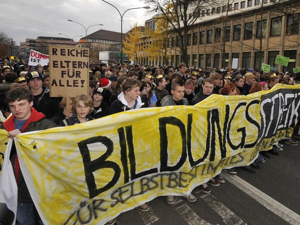 Mehr als 5000 Schüler und Studenten ha... der Bildungsstreik-Demo teilgenommen.  | Foto: Ingo Schneider