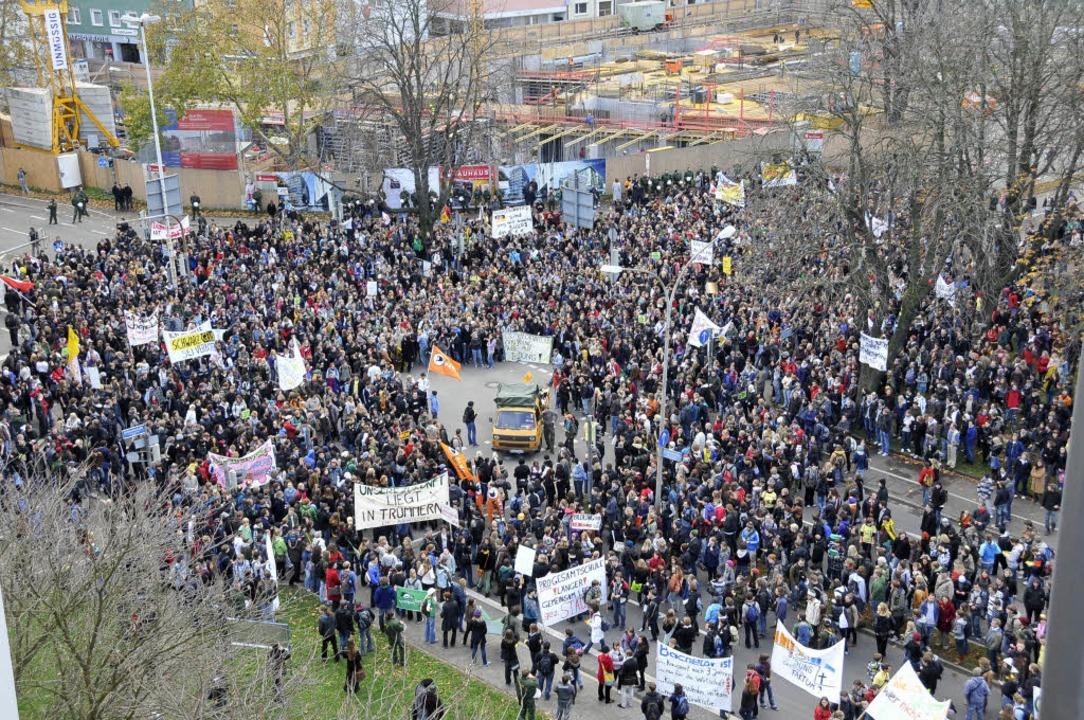 Protestzug durch Freiburg.  | Foto: Ingo Schneider
