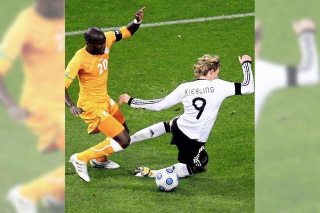 Podolski trifft zweimal ins Tor