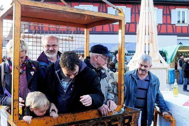 Besucher schwebten über dem Ottenheimer Wintermarkt