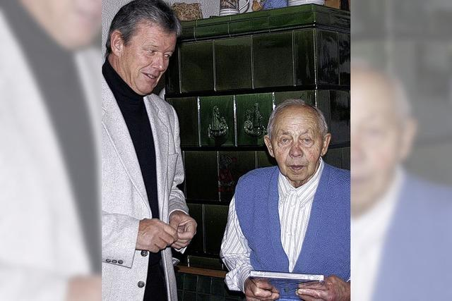 Kiefer gratuliert in Balzhausen
