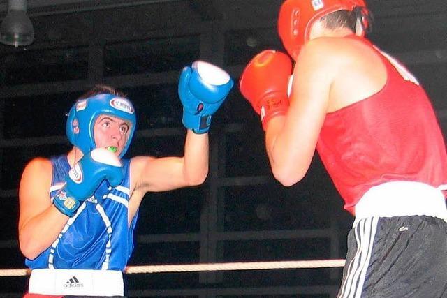Spannende Boxkämpfe vor 250 Zuschauern