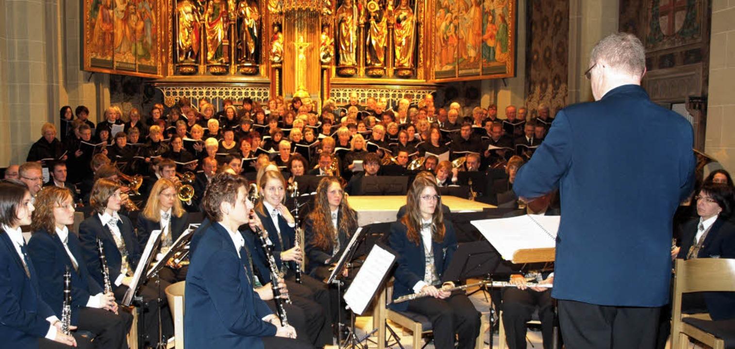 Die Stadtmusik Neustadt unter  Leitung... KG sowie dem  Liederkranz Herrenberg.    Foto: Marion Pfordt