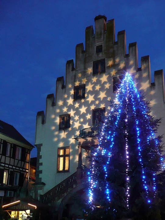 Der Weihnachtsbaum vorm Caveau Sainte-Barbe   | Foto: Rolf Müller