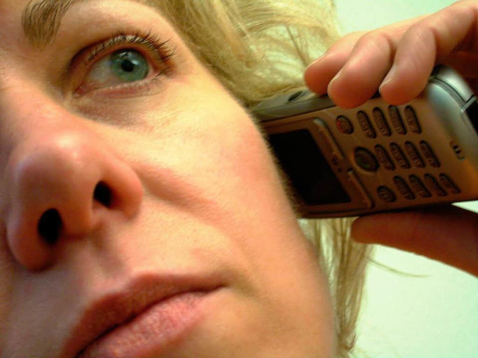 Machen Handys krank? Viele Menschen fü...htigt durch elektromagnetische Felder.    Foto: Markus Donner