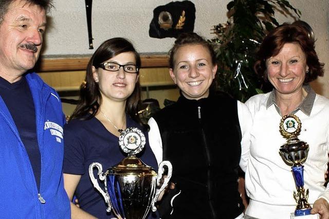 Drei Frauen holen den Schützenpokal