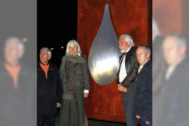 Colani-Skulptur im Kreisel