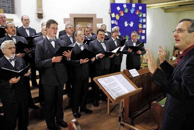 Orgel und Männerstimmen im Einklang
