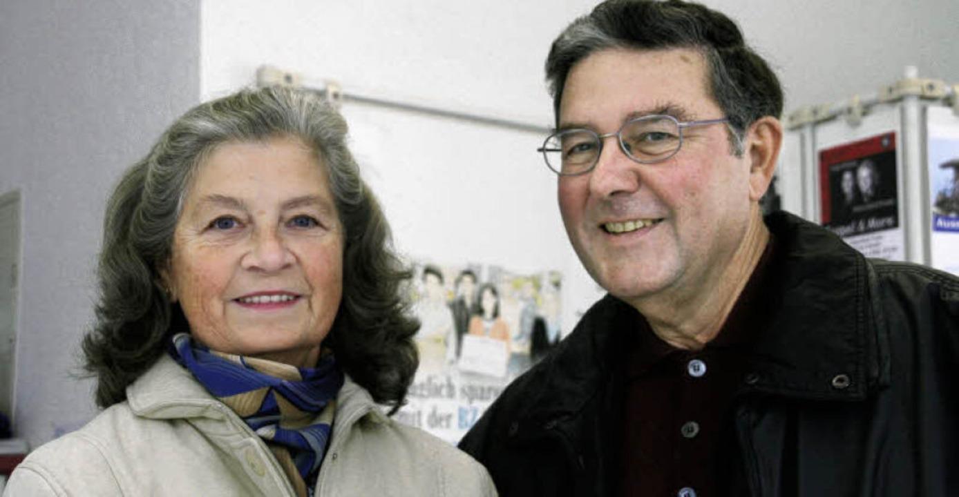 """Brigitte und Gerhard Zeiher sammeln di...n """"Hilfe zum Helfen""""  ein.    Foto: Marlies Jung"""
