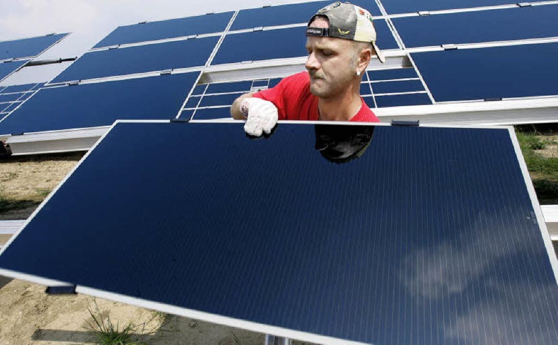 Noch ein Modul – in der Solarbranche läuft das Geschäft wieder.    Foto: dpa