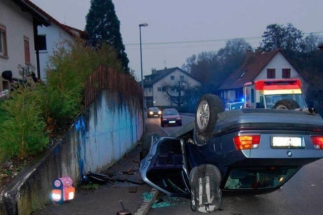 Eingenickt – BMW überschlägt sich