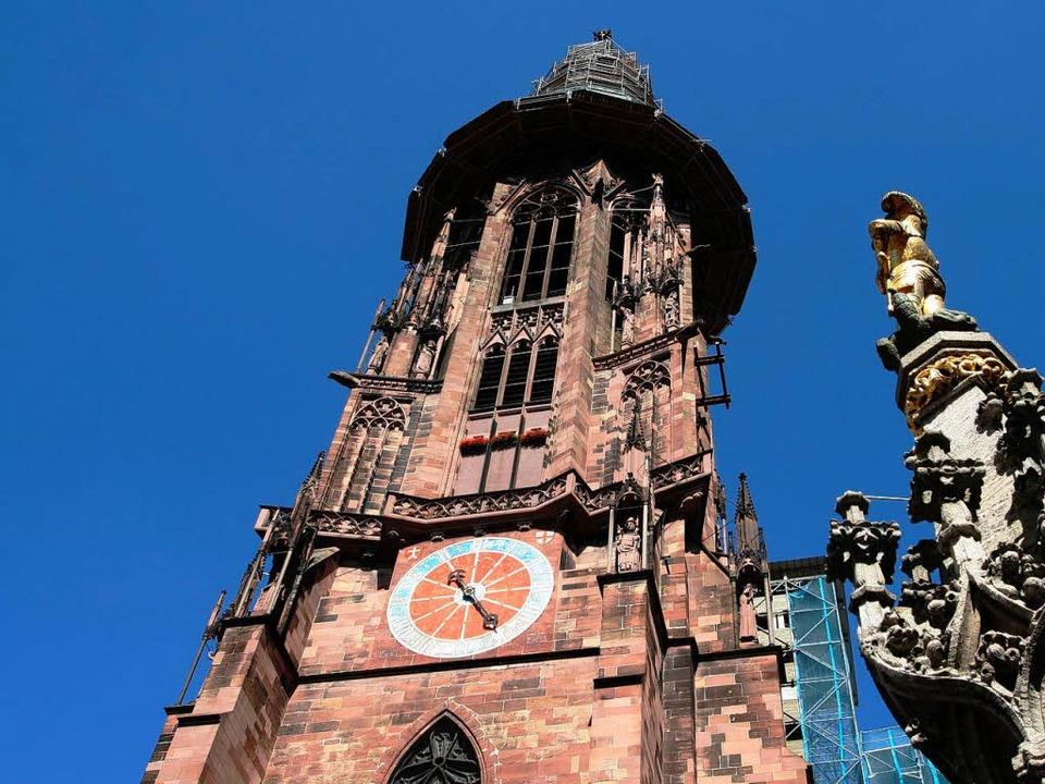 Jahrhundertelang war der Schöpfer des ...andsteinernen Münsterturms  unbekannt.  | Foto: Rita Eggstein