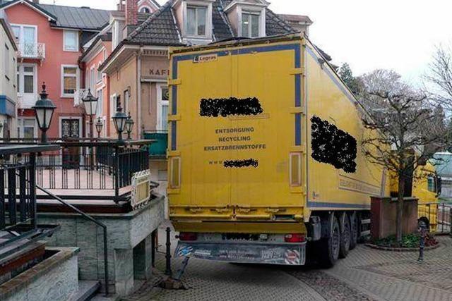 Lasterfahrer vertraut Navi – Straßen blockiert