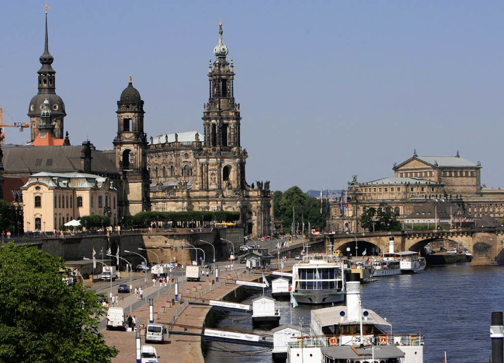 <ppp> zum Aufbau nach Dresden entsandt</ppp>.  | Foto: DPA (2)/DDP/PRIVAT (2)