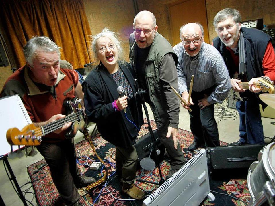 Sie geben dem Affen Zucker. Die Band I...19. Dezember  im Schlachthof zu hören.  | Foto: christoph breithaupt