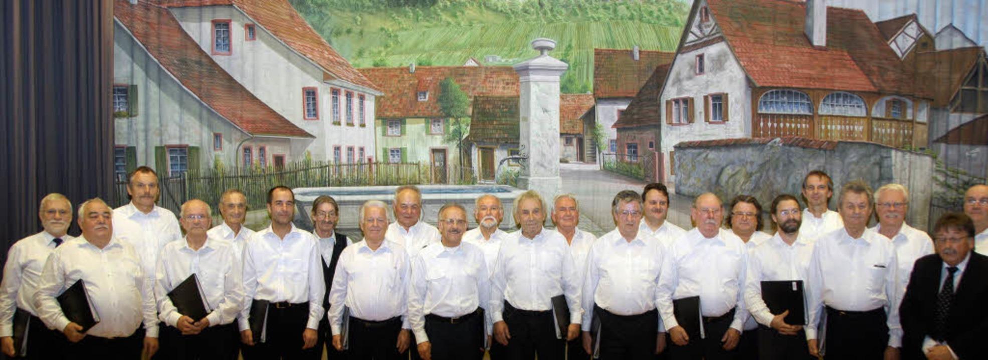 Erster Auftritt bei der AWO: die Weile...Dirigenten Wolfgang Büchelin (rechts)   | Foto: Sedlak