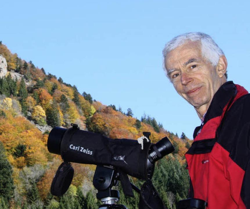 Falkenschützer  Rudolf Lühl   im St. Wilhelmer Tal  | Foto: Silvia Faller