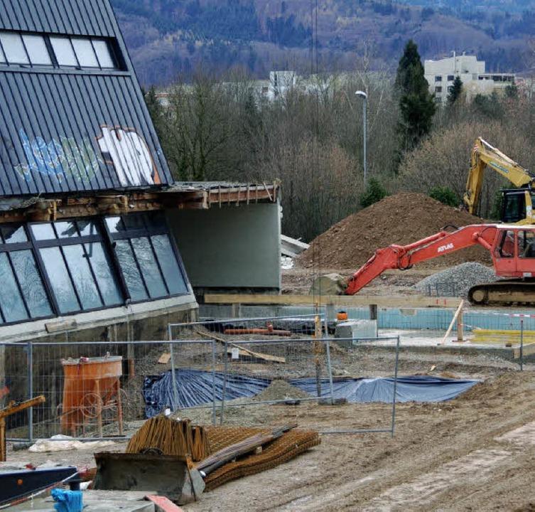 Im kommenden Frühjahr wird  die Schwimmhalle eingeweiht.   | Foto: Frank Kiefer