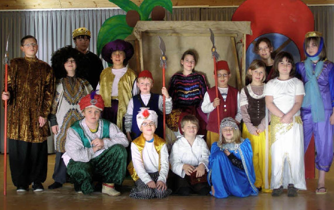 Die Jugendgruppe der Bühnenfreunde St....at ein Weihnachtsmärchen einstudiert.     Foto: Liane Schilling
