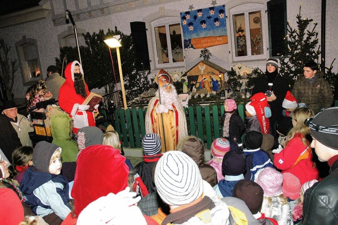 Im Lindweg Nr. 25 freuten sich die Kin...über die Ankunft des Nikolaus'.     Foto: Heinz Vollmar