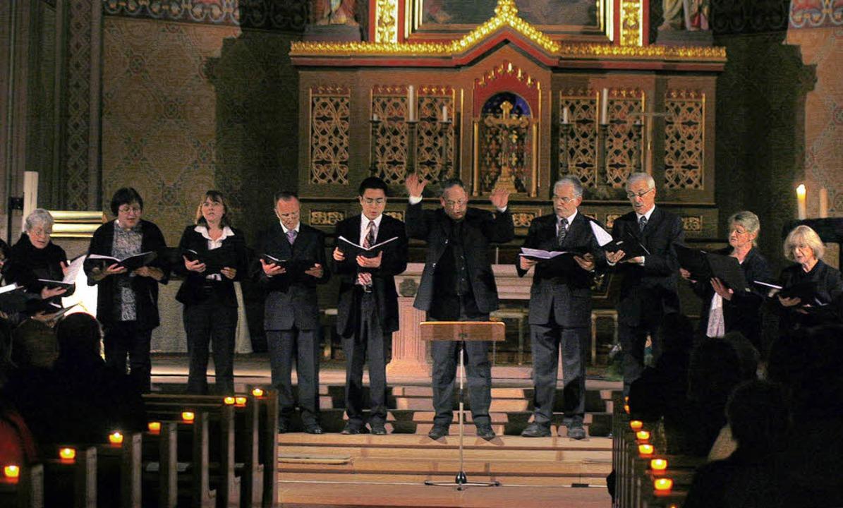 Adventskonzert bei Kerzenschein in der Kirche St. Peter und Paul   | Foto: Heidi Fössel