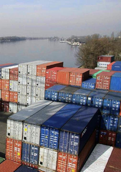Nördlich des Containerterminals soll  erweitert werden.        Foto: GÖCKEL