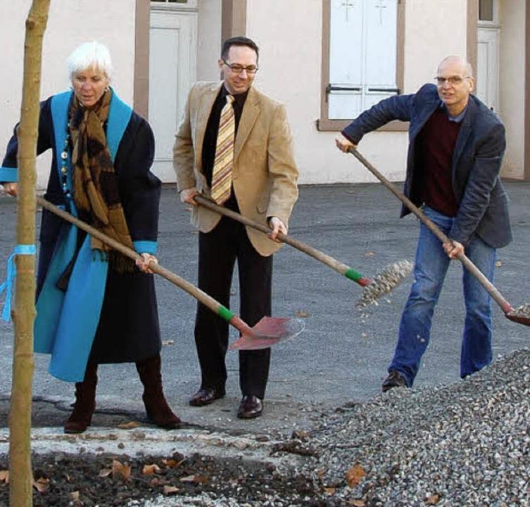 Oberbürgermeisterin Heute-Bluhm, Patri...Abraham griffen beherzt zur Schaufel.     Foto: Sabine Ehrentreich