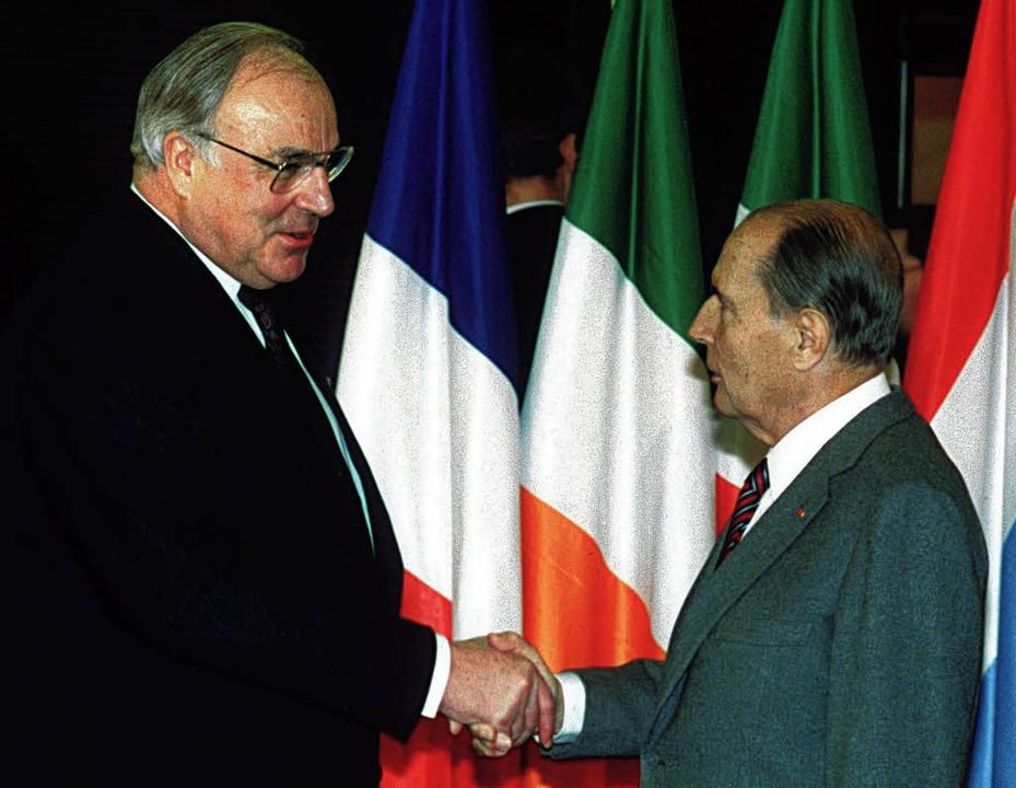Gipfel  in  Straßburg:  Kohl und  Mitterrand      | Foto: dPa