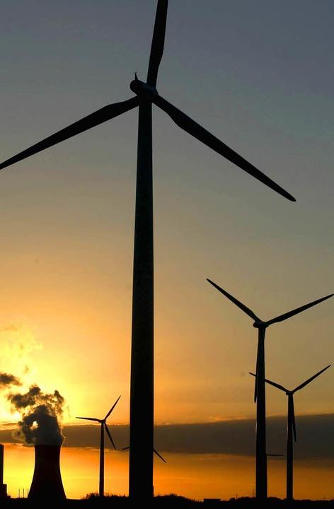 Unvereinbar? Wind- und Kernkraft   | Foto: ddp