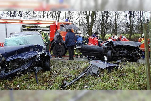 Frontalzusammenstoß – beide Fahrer eingeklemmt