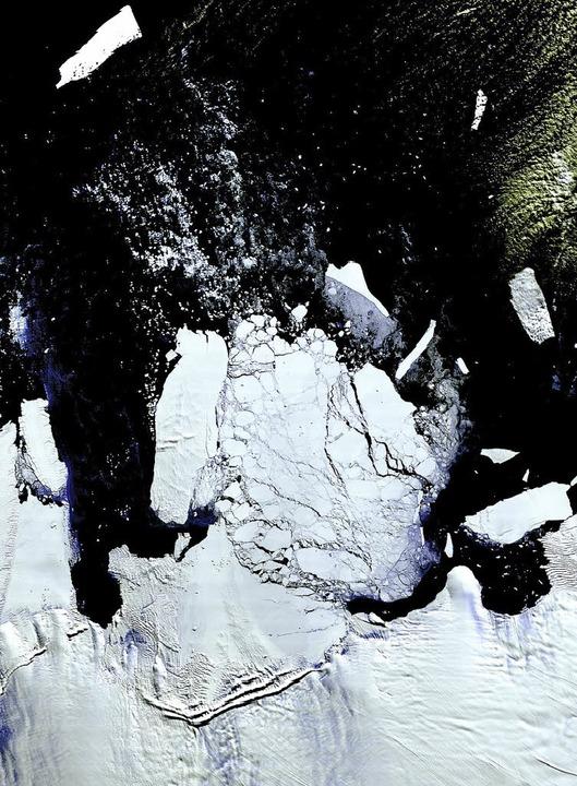 Das Archivbild zeigt den riesigen Eisb... von der Antarktis abgespalten hatte.     Foto: AFP