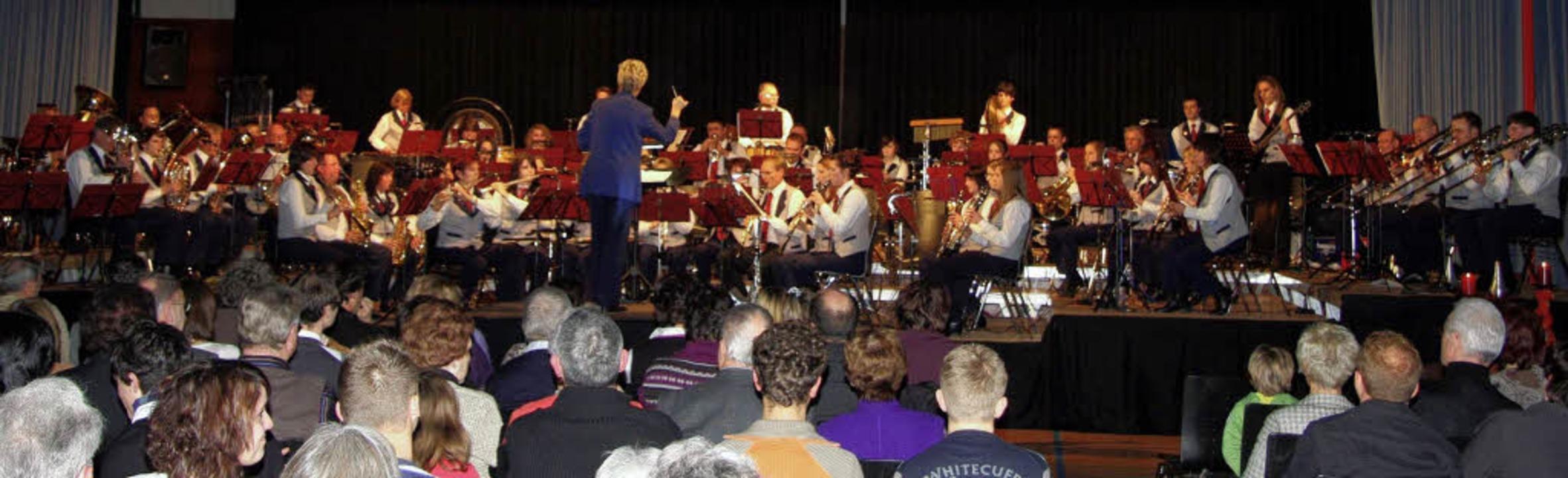 Ein eindrucksvolles Doppelkonzert erle... Besucher in der Riegeler Römerhalle.   | Foto: Helmut Hassler