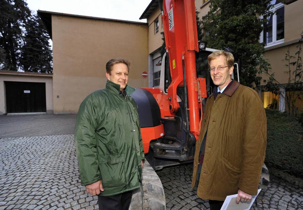 Die Bauarbeiten  beginnen: Albrecht un...halle, die demnächst abgerissen wird.   | Foto: Michael Bamberger