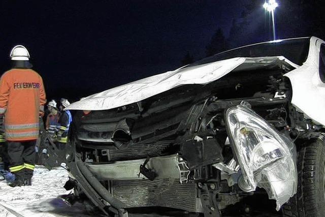 Autofahrerin lebensgefährlich verletzt