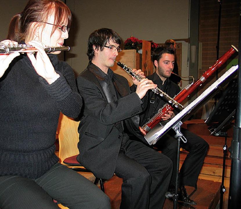 Martina Hübner (Querflöte), Bence Haas...Fagott) gaben ein fröhliches Vorspiel.    Foto: eva weise