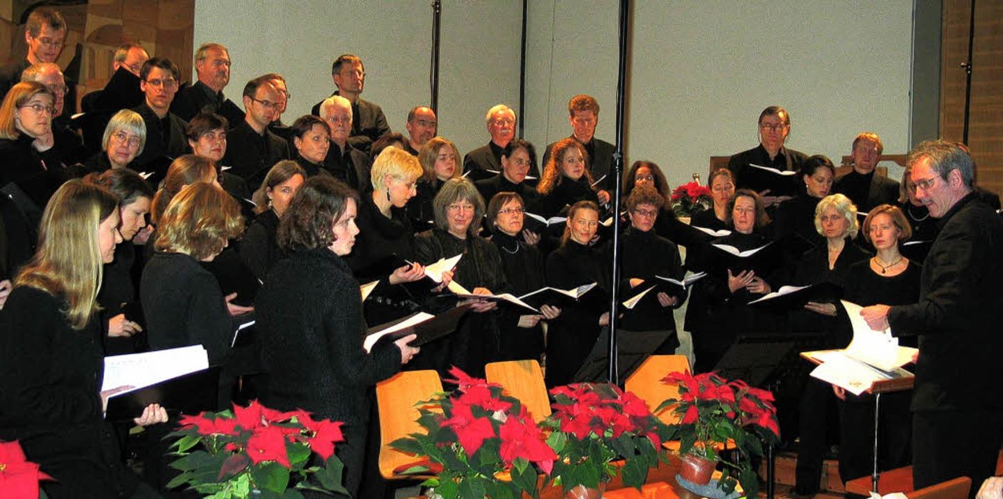 Der Freiburger Kammerchor unter Leitung von Morten Schuldt-Jensen.    Foto: eva weise